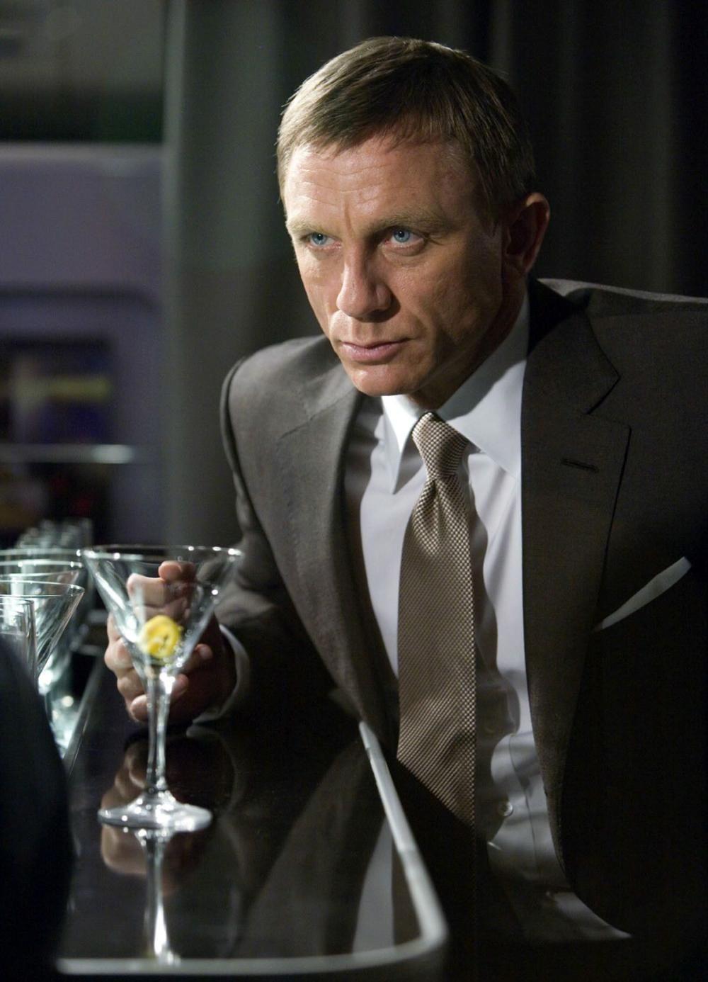 Напитки бонда в казино рояль как играть на картах на прохождение в майнкрафт с друзьями