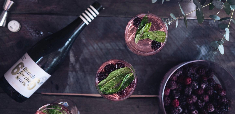 14 коктейлей с вином, которые стоит попробовать